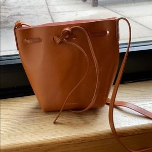 Manage Gavriel bucket bag. Mini size. Camello/pink